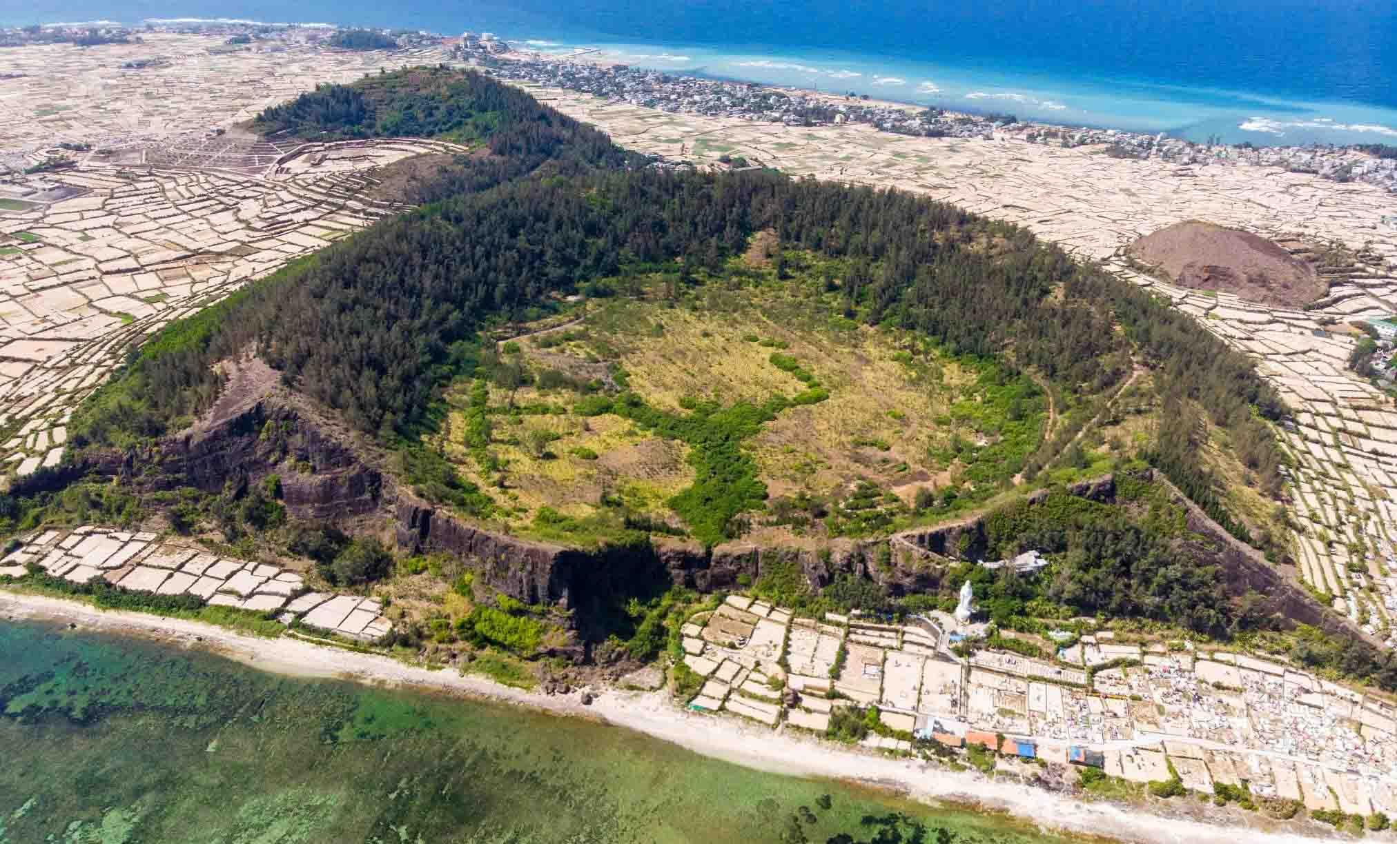 Núi Giếng Tiền - Núi lửa triệu năm tuổi